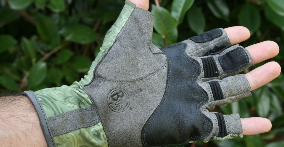 Buff s pro series angler glove review no more stripping for Buff fishing gloves